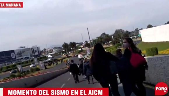 Usuarios de la terminal 2 del Aeropuerto Internacional de la Ciudad de México, captaron el momento del sismo de esta mañana. (Foto: Captura Foro TV).