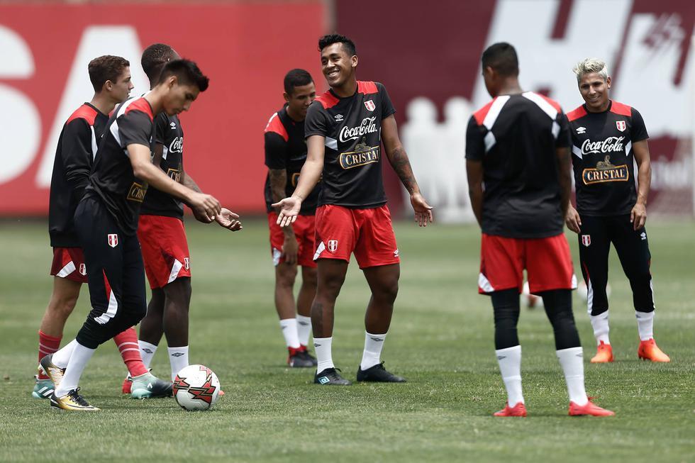 La delegación nacional arribó a Lima tras el empate 0-0 con Nueva Zelanda en Wellington. (Geraldo Caso Bizama/Perú21)