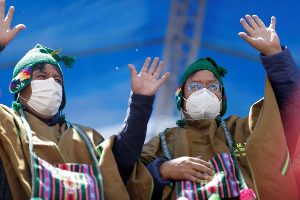 El vicepresidente electo David Choquehuanca y el presidente electo de Bolivia Luis Arce asisten a una celebración tras ganar las elecciones presidenciales, en El Alto. (REUTERS/Ueslei Marcelino).