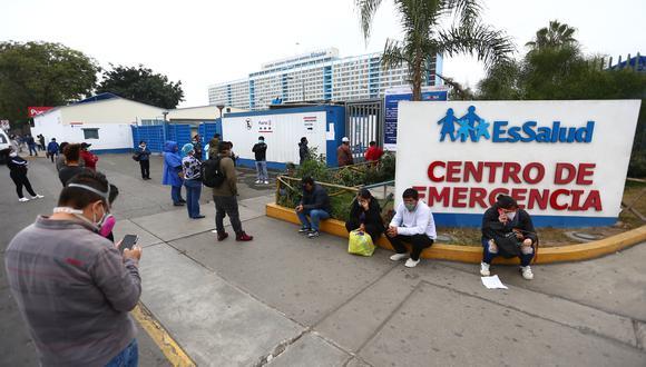 La Federación Médica inició este mañana una huelga nacional por 48 horas en el exterior  del hospital Edgardo Rebagliati. (FOTO: GEC)