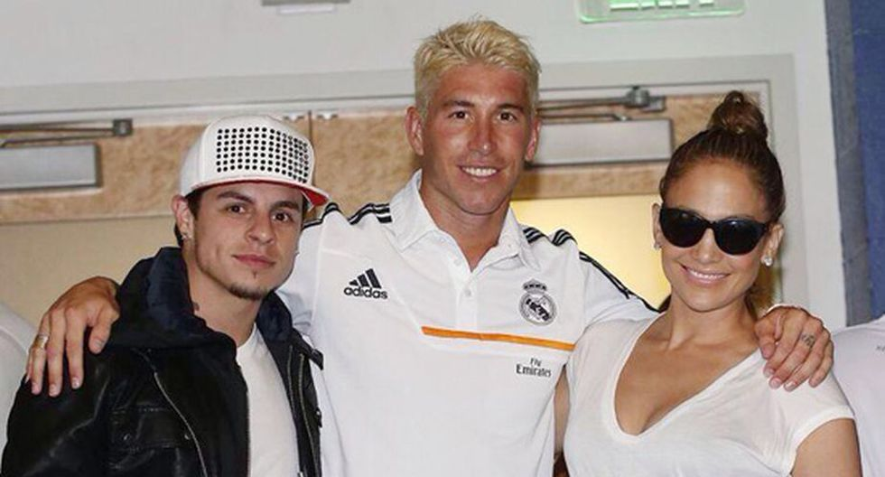 Jennifer López y Casper Smart posan junto a Sergio Ramos. (Internet)