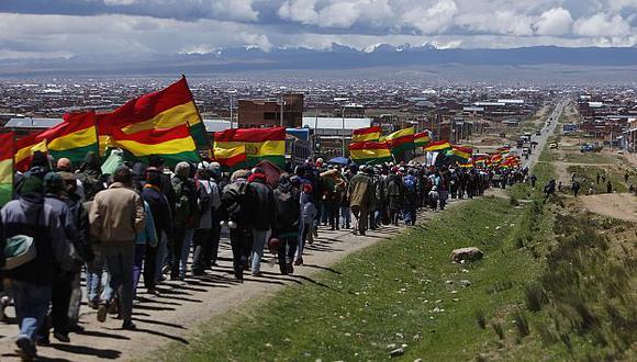 La marcha ya está recorriendo el tramo entre El Alto y La Paz. (AP)