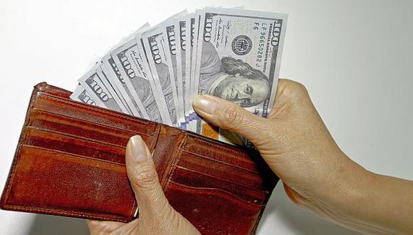 El dólar se vendía hasta en S/3.484 en los bancos de la ciudad este lunes. (Foto: USI)