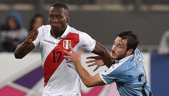 Luis Advíncula convirtió en gol el cuarto penal de Perú, que finalmente ganó 5-4. (Foto: AFP)