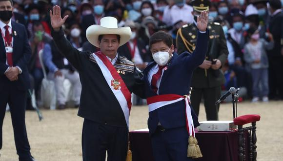 Mala dupla. Guido Bellido irá hoy al Congreso avalado por el presidente Castillo que le dio la espalda al reclamo ciudadano de cambios. (GEC)