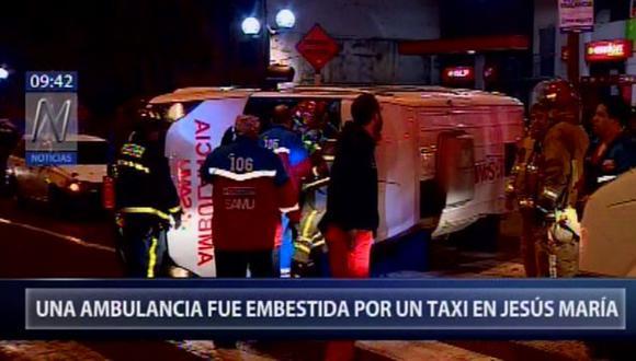 La ambulancia no trasladaba a ningún paciente. (Foto: Captura/Canal N)