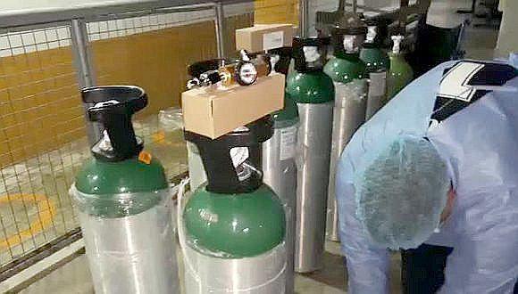 Entregan primer lote de balones de oxígeno tras acuerdo entre Antapaccay y pobladores de Espinar.