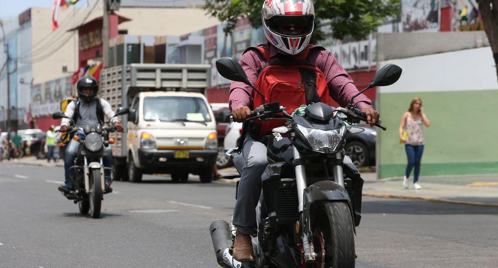 Polémica norma. Motociclistas rechazan obligatoriedad del uso de chalecos y cascos con la placa.  (Manuel Melgar)