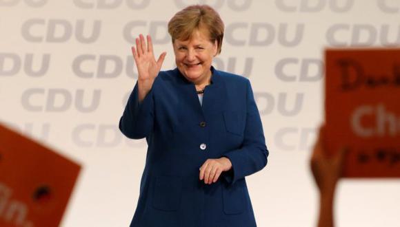 Merkel ha tratado de mantenerse neutral -pese a que se sabe que sus preferencias se inclinan hacia Kramp-Karrenbauer, conocida como AKK. (Foto: EFE)