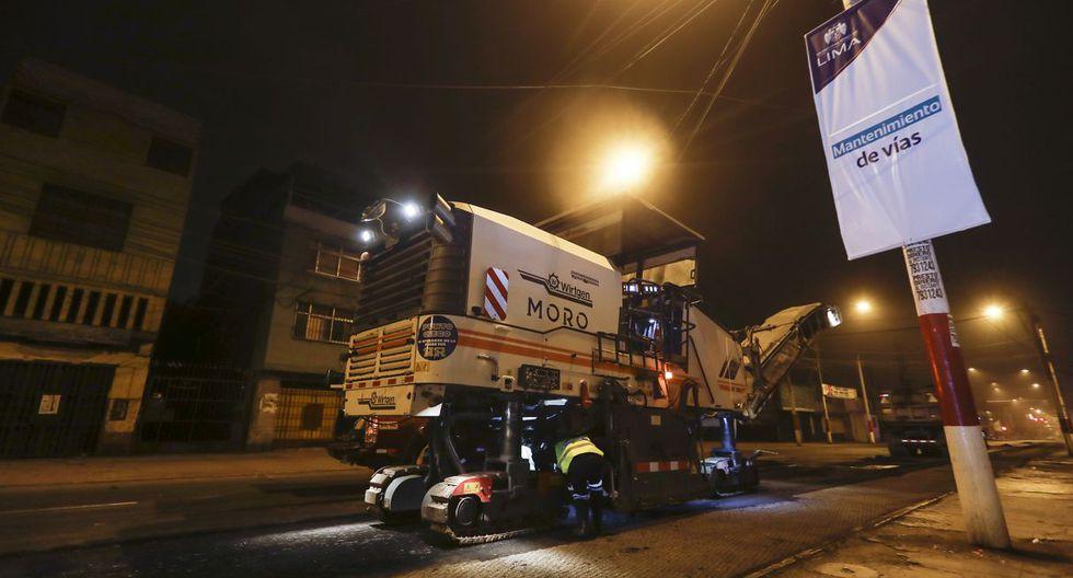 La Municipalidad de Lima detalló que en una extensión de casi dos kilómetros se ejecuta el fresado del pavimento (retiro de la capa superficial dañada), así como la colocación de asfalto en caliente. (Foto: Difusión)
