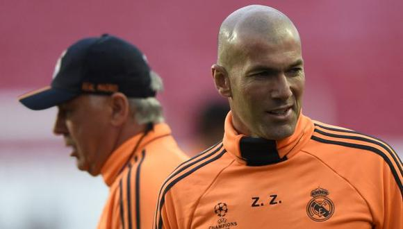 Florentino Pérez, presidente del Real Madrid, descartó que Zinedine Zidane reemplace a Rafa Benítez. (AFP)