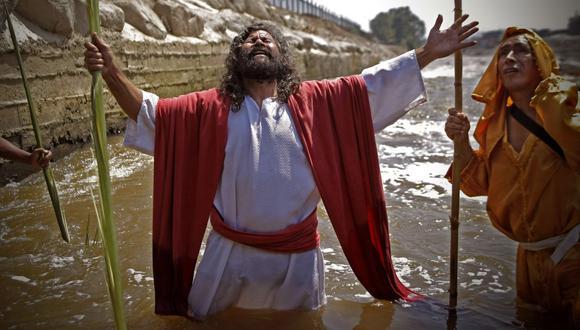 El actor Mario Valencia, conocido como 'Cristo Cholo', ha recreado en anteriores oportunidades el bautizo de Jesús en el río Rímac. (Panamericana Televisión/GEC)