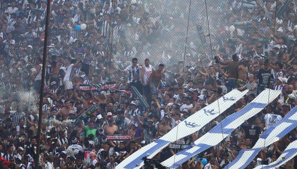 Hinchas de Alianza apoyan a su equipo en la final que se juega en el estadio Alejandro Villanueva. (Giancarlo Ávila/GEC)