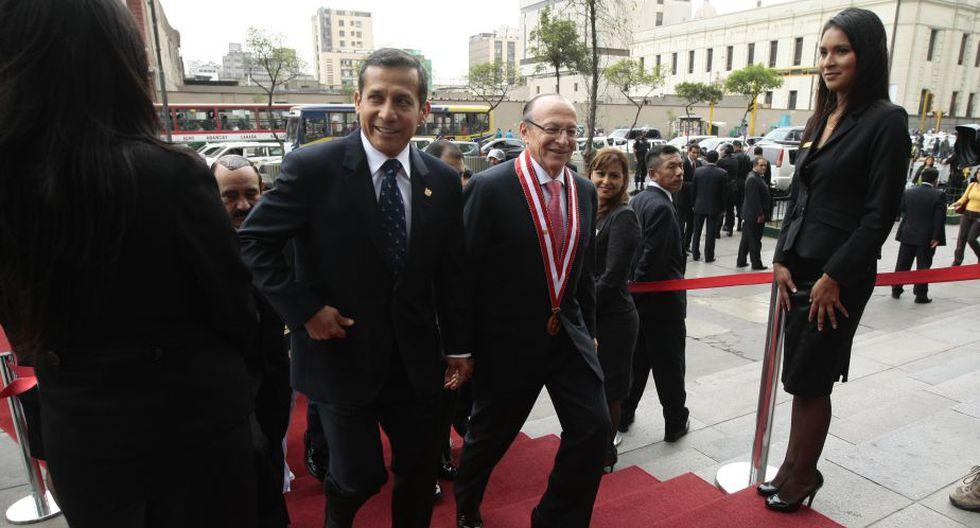 Muy sonriente, así se mostró Humala a su llegada. (David Vexelman)