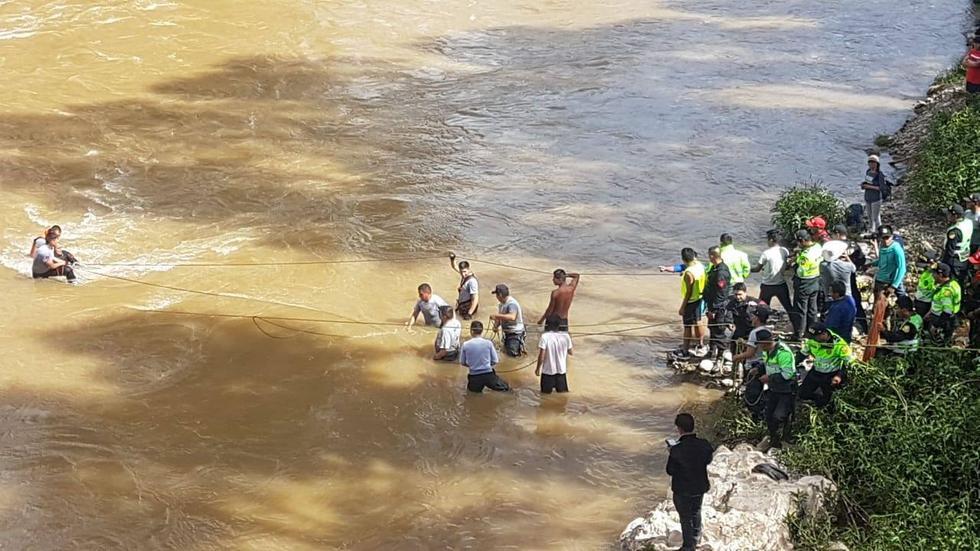 La Policía, Bomberos y Serenazgo apoyaron durante el rescate de las víctimas del río Mantaro. (Facebook)
