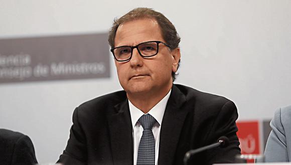 Francisco Ísmodes marca el terreno. (USI)