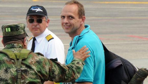 Jernoc Wobert en el aeropuerto de Barrancabermeja tras ser liberado. (AFP)
