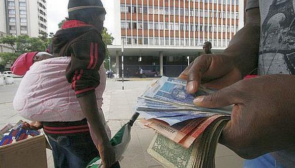 Los clientes de los bancos pueden abrir cuentas en esas ocho monedas. (AFP)