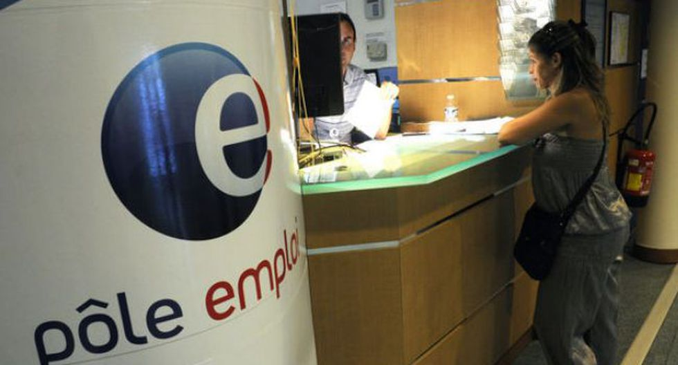 Franceses esperan conseguir empleo a través de agencias del Gobierno. (Press TV)
