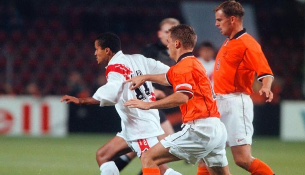 Carlos Flores, en un amistoso con la selección ante Holanda. (Foto: GEC)