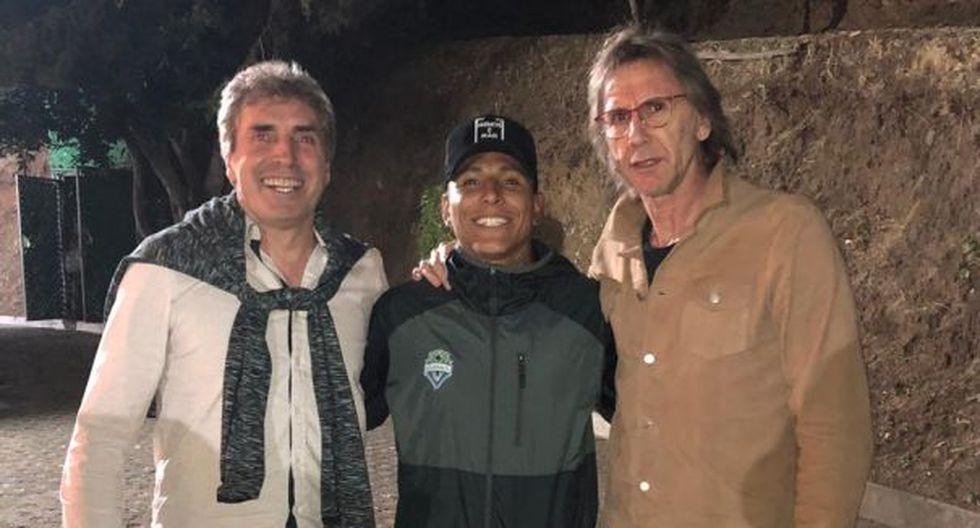 El encuentro de Raúl Ruidíaz con el entrenador y el preparador físico de la Selección Peruana. (Foto: @SeleccionPeru)