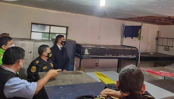 El comandante general de Policía, teniente general PNP César Cervantes, constató los daños materiales que dejó el sismo en algunas dependencias policiales. En la comisaría de Independencia se desprendió el techo del dormitorio de los suboficiales superiores. (Foto: PNP)