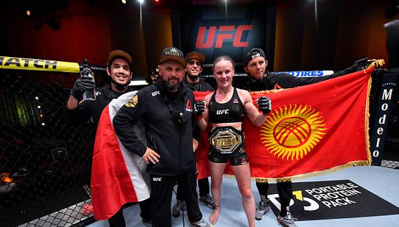 LAS VEGAS, NEVADA - NOVEMBER 21:  Valentina Shevchenko of Kyrgyzstan celebrates her victory over Jennifer Maia of Brazil in their women's flyweight championship bout during the UFC 255 event at UFC APEX on November 21, 2020 in Las Vegas, Nevada. (Photo by Jeff Bottari/Zuffa LLC)