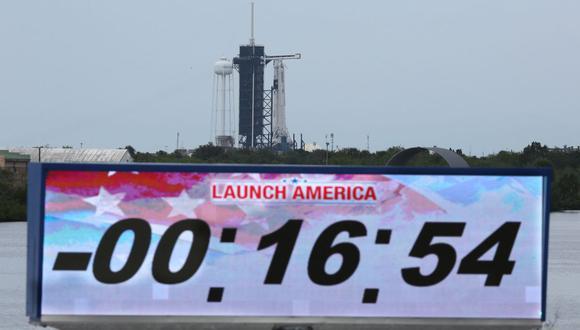 Postergan para el sábado por mal tiempo histórico despegue del cohete de SpaceX. (AFP / Gregg Newton)