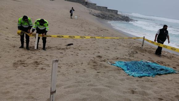 Hallan cadáver de un hombre en playa que podría pertenecer a uno de los extranjeros desaparecidos en avioneta.
