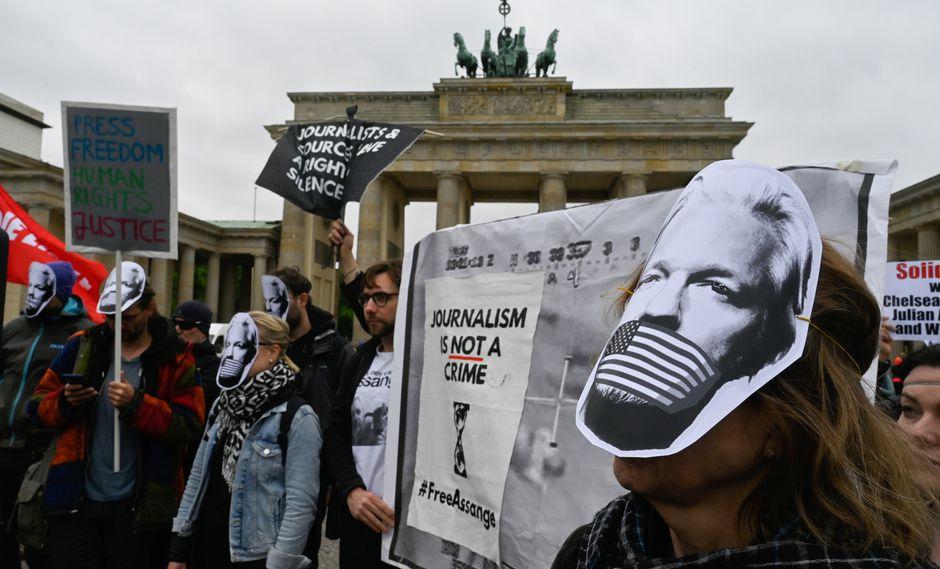 Manifestaciones en favor a Julian Assange en Alemania. (Foto: AFP)