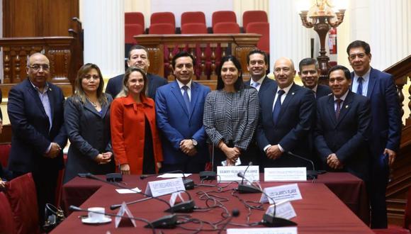 Además de Violeta en la presidencia, Richard Arce asumió como vicepresidente y Úrsula Letona como secretaria. (Foto: Congreso)