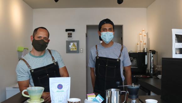 Dos emprendedores y amantes del café. Ellos son Jorge Cueva y Andrés Niño. Foto: Katherine Fernández