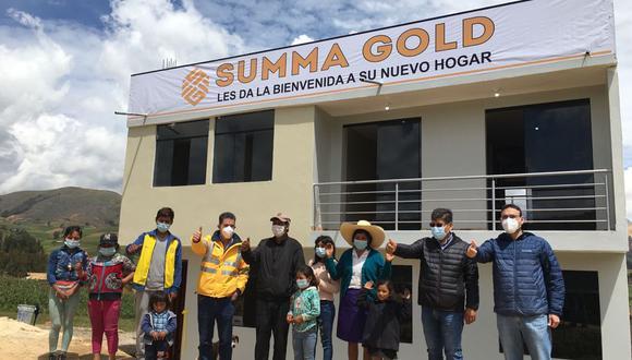 La empresa minera donó una vivienda a nueve hermanos que perdieron a sus padres en un accidente de tránsito.