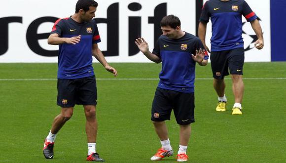 Lio y Busquets durante práctica culé. (Reuters)