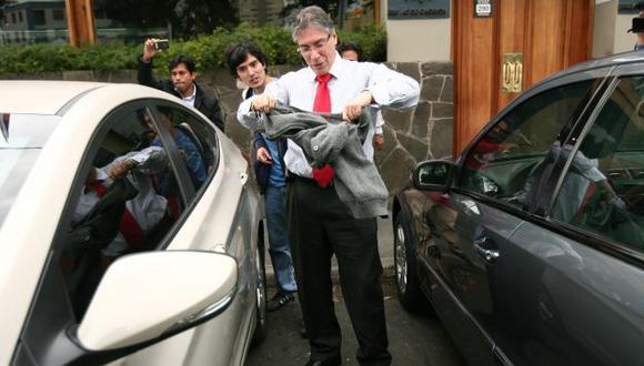 Se resguarda. El exministro Aurelio Pastor puso a buen recaudo sus bienes. (David Vexelman)