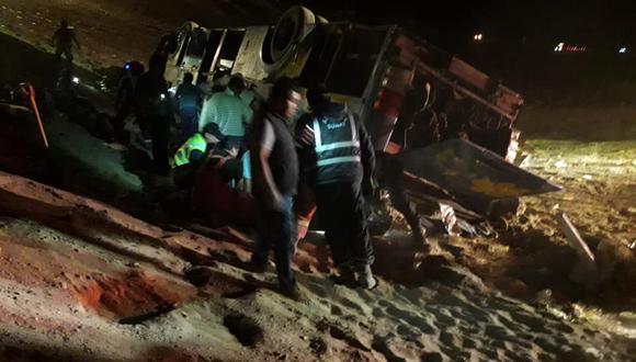 El accidente ocurrió al promediar la media noche en el sector de Quebrada del Toro. (Líder Noticias Arequipa)