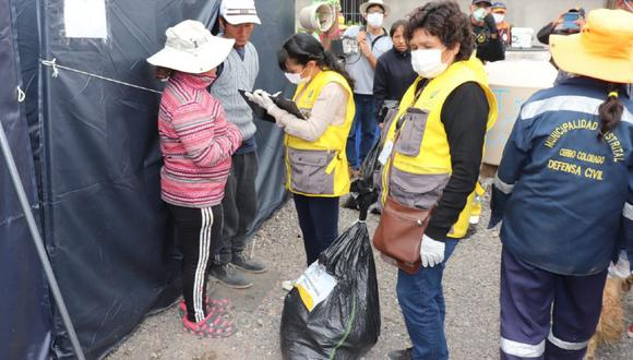 Arequipa: Entregan bolsa con alimentos y ropa a familias damnificadas por lluvias