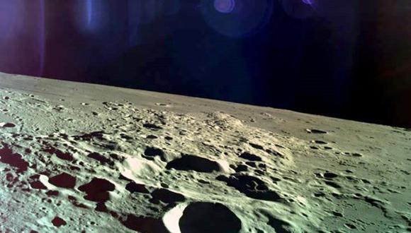 Fotografía cedida por Israel Aerospace Industries que muestra la luna tomada por el módulo espacial Bereshit, que pretendía aterrizar este jueves en la Luna. (Foto: EFE)