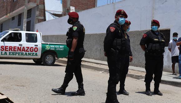 La Libertad: Mujer es asesinada de diez balazos por dos sicarios en la vía pública. Dos amigos que estaban junto a ella resultaron heridos.