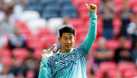 Son Heung-Min saluda a los aficionados de Tottenham en el Wembley Stadium. (Foto: Reuters).