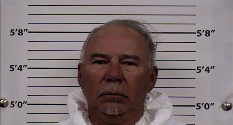Según las autoridades, Joe Macias arrojó gasolina a su esposa y por su casa móvil. (Foto: AP/Centro Metropolitano de Detención)