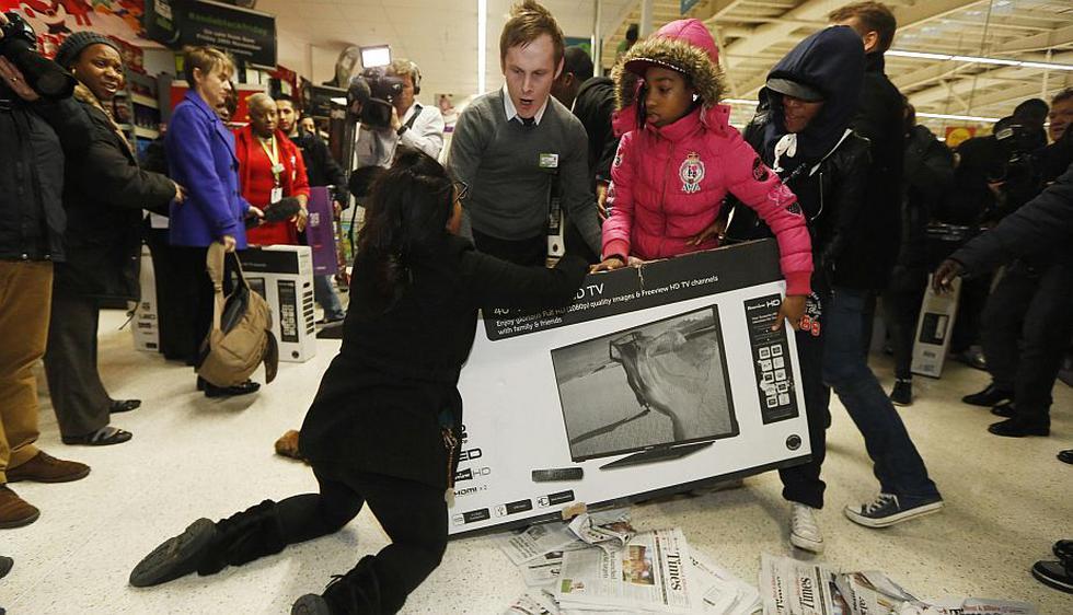 Black Friday en Reino Unido tuvo episodios violentos. (Reuters)