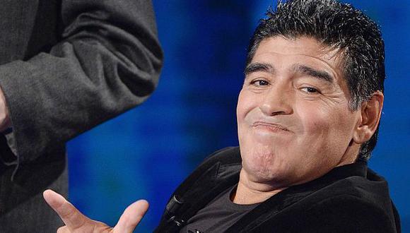 Diego Maradona participó en la entrega de premios de la Copa Confederaciones Rusia 2017. (EFE)