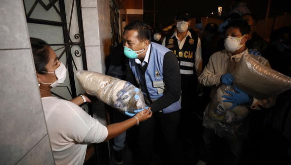 Esta semana, la Municipalidad del Callao repartió canastas de víveres a diferentes familias. (GEC)