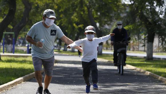 Los niños menores de 12 años podrán salir acompañados por un adulto. (Foto: GEC)