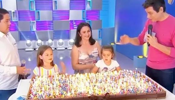 Los padres indicaron que batallan constantemente para controlar los celos entre las pequeñas. (Captura de video)