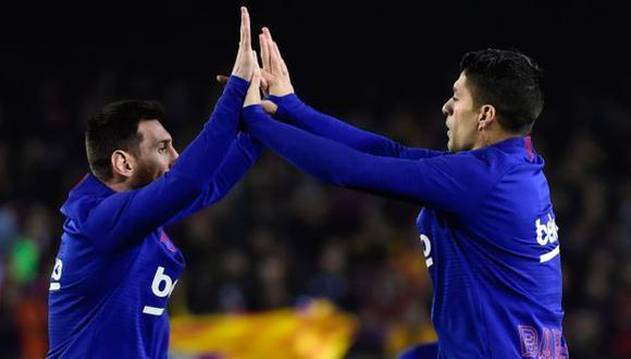 Luis Suárez respaldó a Lionel Messi por el momento que vive en Barcelona. (Foto: AFP)