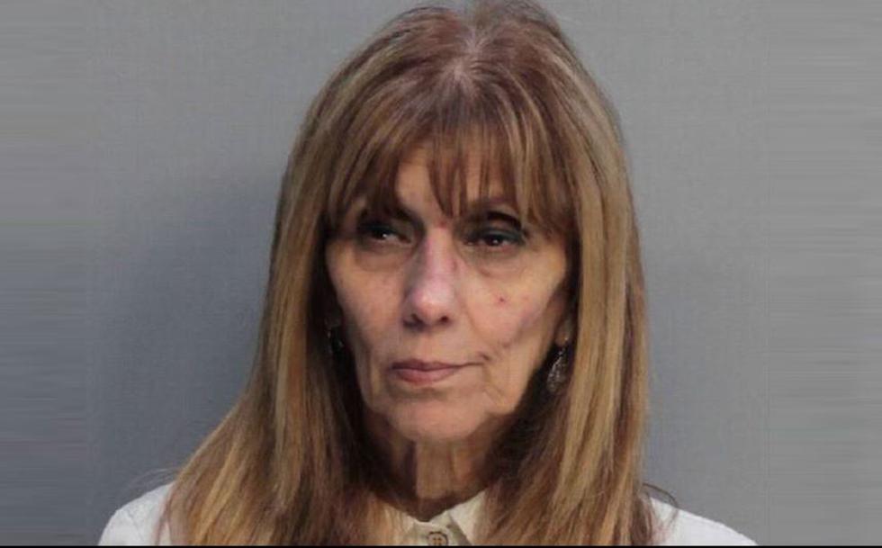 Julia Rosario, una mujer que reside en Miami, habría estafado a varias personas con el 'cuento' del alquiler de una casa que no era de su propiedad.  (Prisiones de Miami-Dade)