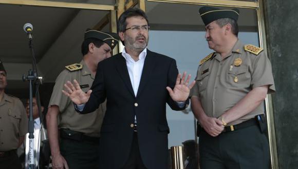 Le canta sus verdades. Jiménez le recordó al Apra que dejó obras paralizadas por S/.1,700 millones. (César Fajardo)