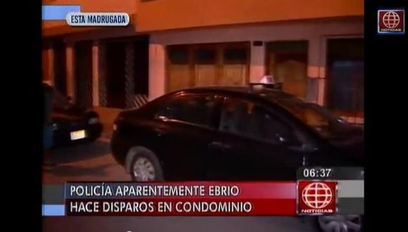 Policía ebrio hace disparos porque vecinos le piden mover su auto en Surco. (América Noticias)
